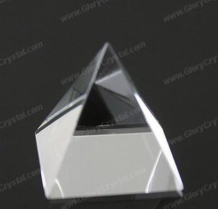 Cristal paperweight pirâmide em branco, feito de cristal superior qualidade k9 óptico, podemos design personalizado etch dentro da pirâmide.
